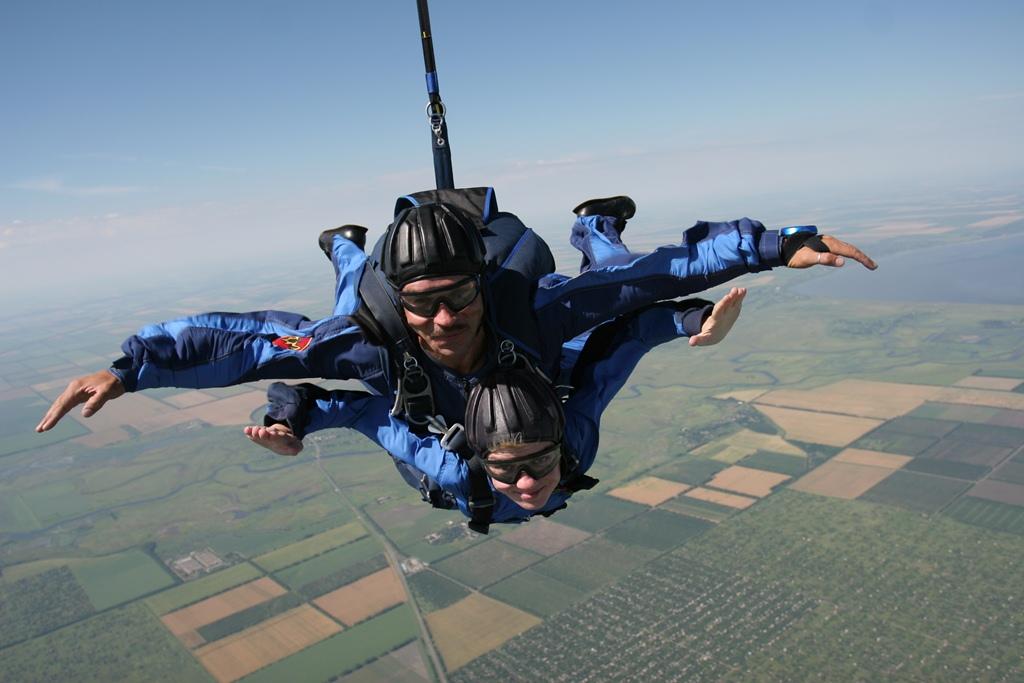 Прыжок с парашютом в ростове-на-дону в подарок